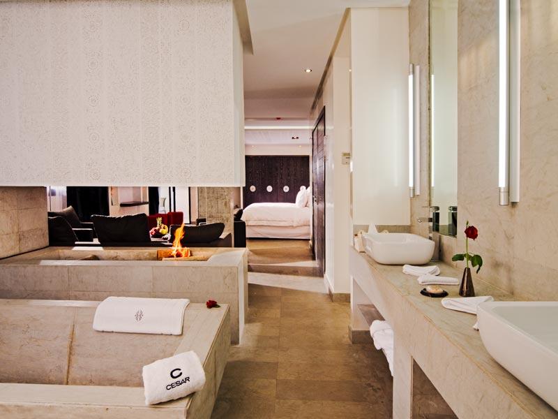 Riad cesar resort spa louez le riad cesar resort spa - Salle de bain loft new yorkais ...