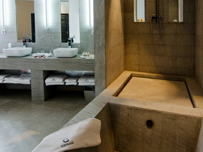Riad cesar resort spa louez le riad cesar resort spa for Salle bain spa