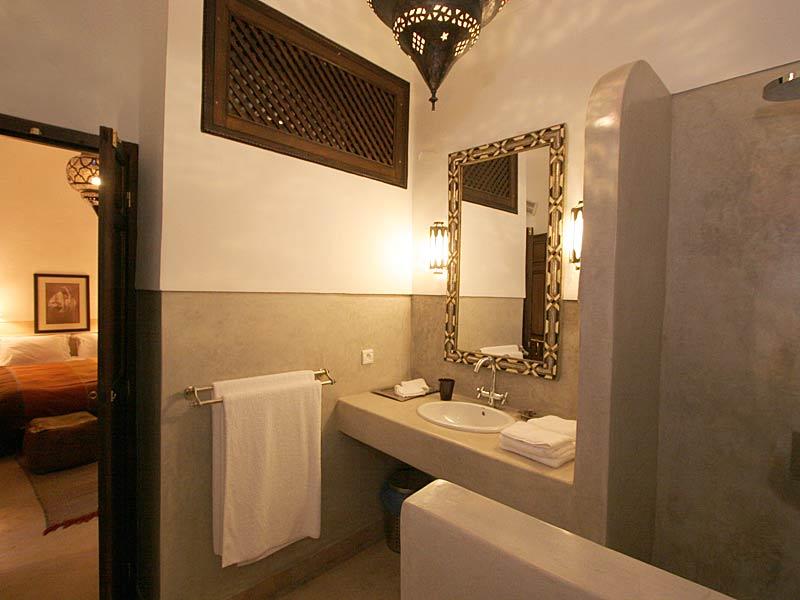 Riad dar vedra louez le riad dar vedra marrakech for Salle de bain en tadelakt