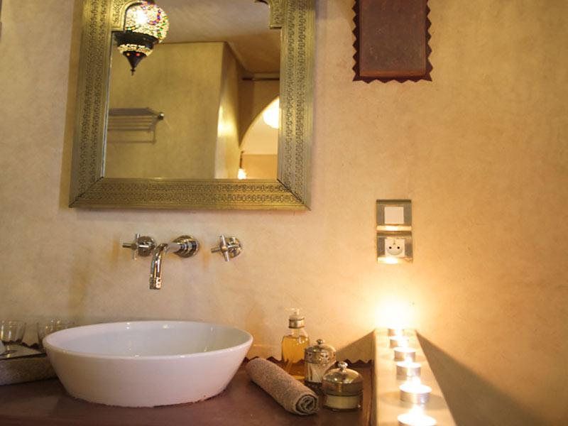 Riad kalaa louez le riad kalaa rabat sal hotels ryads for Salle de bain style hammam