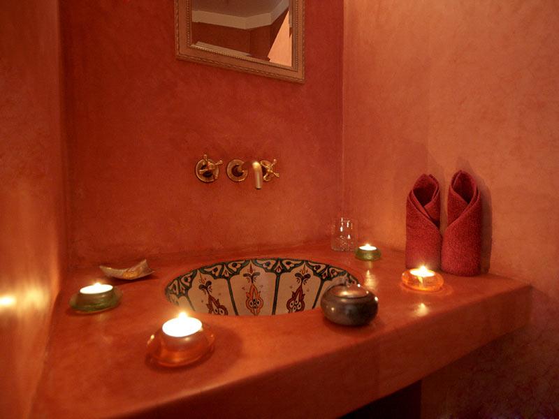Riad karmanda louez le riad karmanda marrakech for Vente salle de bain marrakech