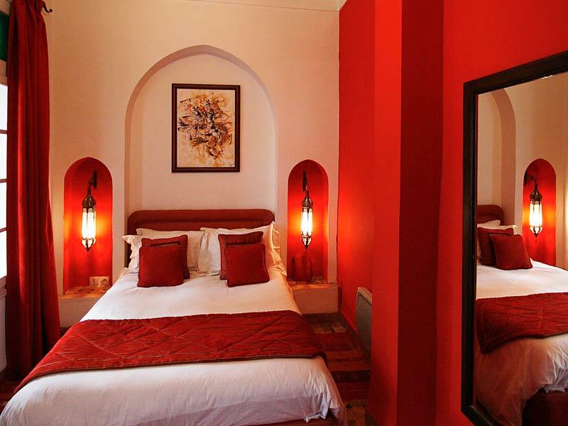 Rideaux chambre coucher rouge et noir for Decoration chambre a coucher contemporain