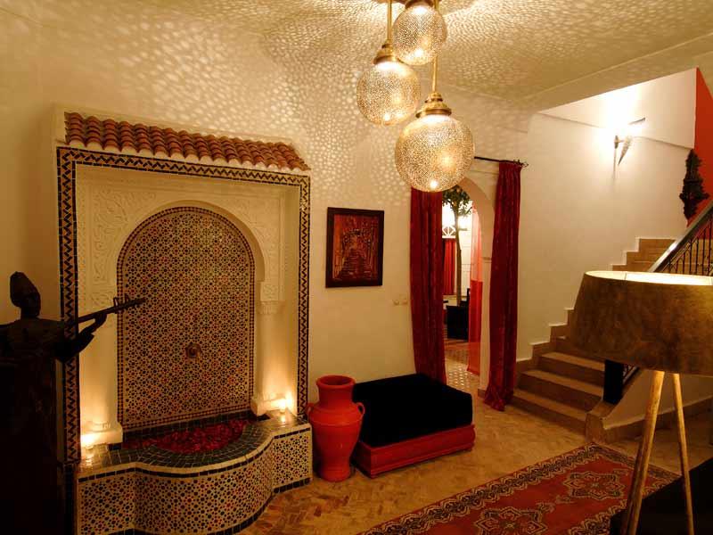 Riad la maison rouge louez le riad la maison rouge marrakech hotels ryads - Entree de la maison ...