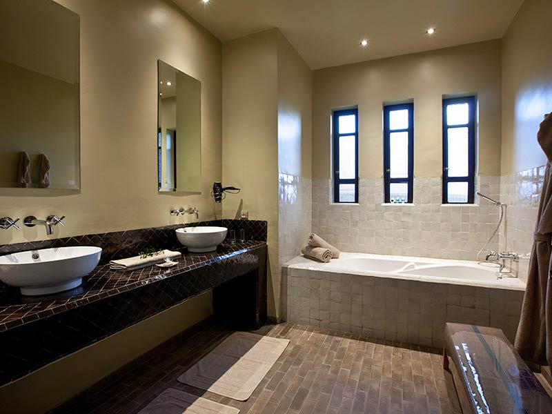 Salle De Bain Baignoire. Baignoire Salle De Bains Toulouse Solutions ...