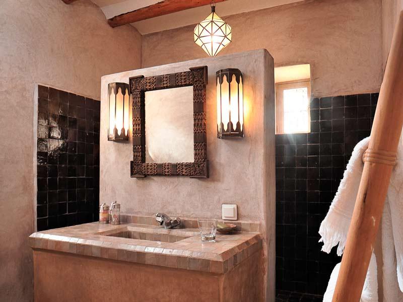 Riad villa 55 louez le riad villa 55 marrakech for Couleurs de salle de bain