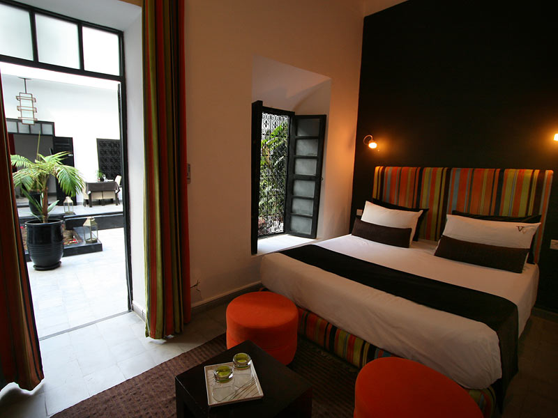 Riad villa wenge louez le riad villa wenge marrakech for Chambre wenge